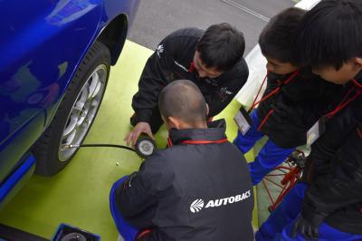 タイヤの空気圧の確認中!